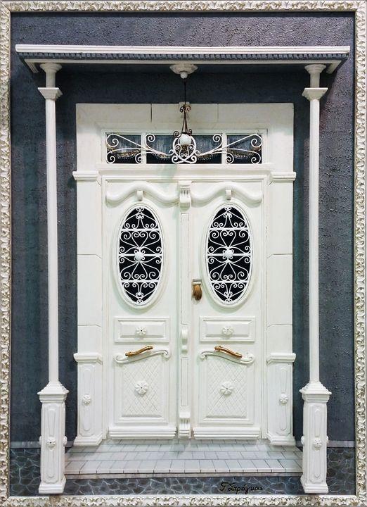 Entrance door of a mansion house - Giorgos Stragkas