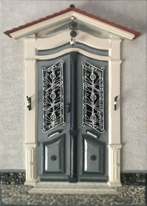 Traditional door at old city - Giorgos Stragkas