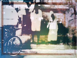 Two girls walking together - Gabi Hampe