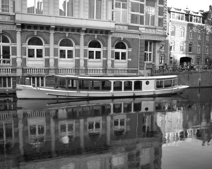 Tour Boat - GullPhoto Art