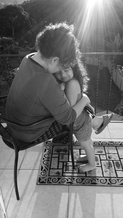 Un Cálido Abrazo de Mamá - Photography by: Misael Fernandez Jr.