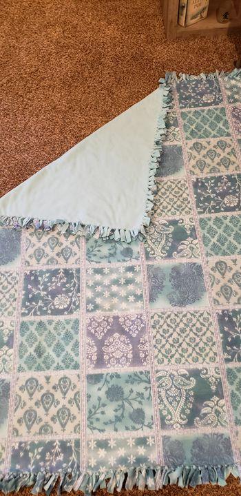 Fleece tie blanket - Pure Creations