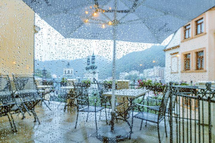 Rain outside the window - DLidiya