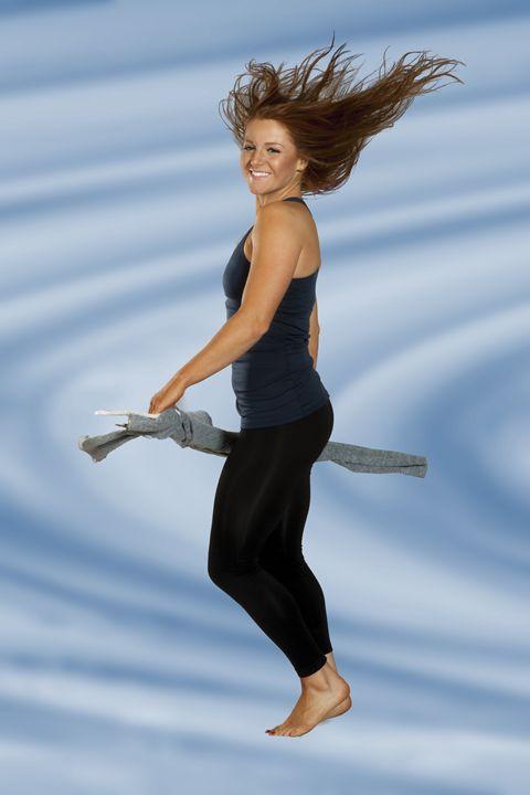 Ileana hiar flying - DLF Photo