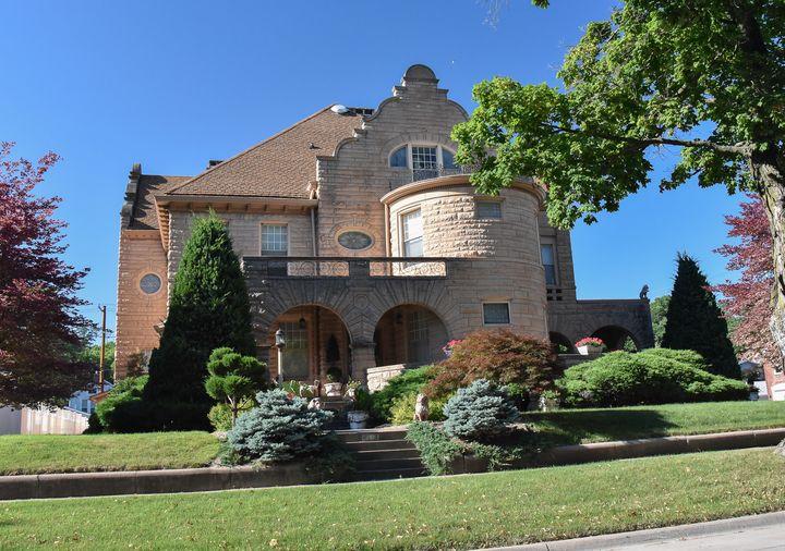 Estate home in Fort Madison, Iowa - Aspen Ridge Gallery