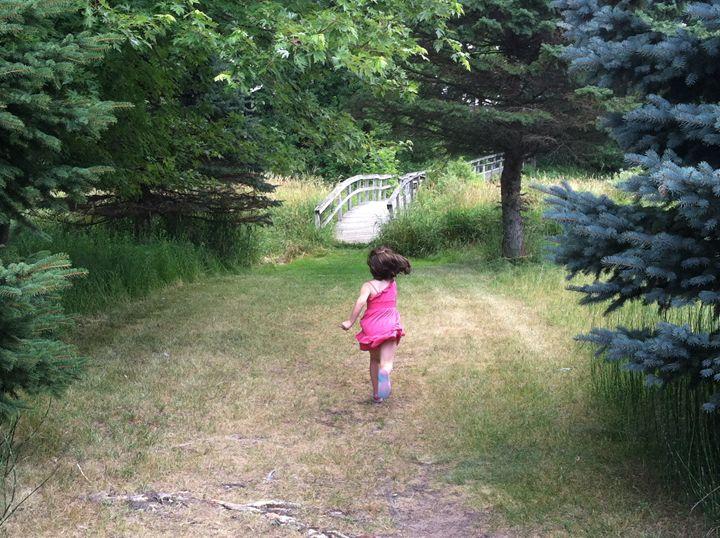 Running to the bridge - Mooi Art