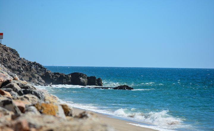 Rocky beach - Stubborn Poem