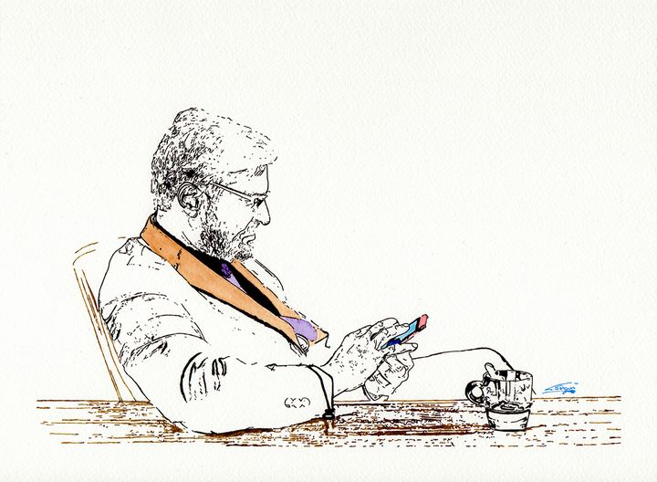 Man looking at cellphone - Carlos Segui