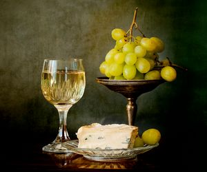White wine, soft cheese and grapes