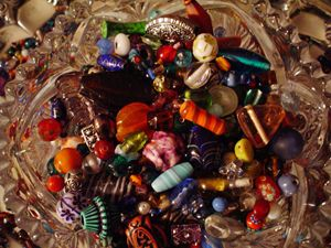 BEADS IN CRYSTAL BOWL