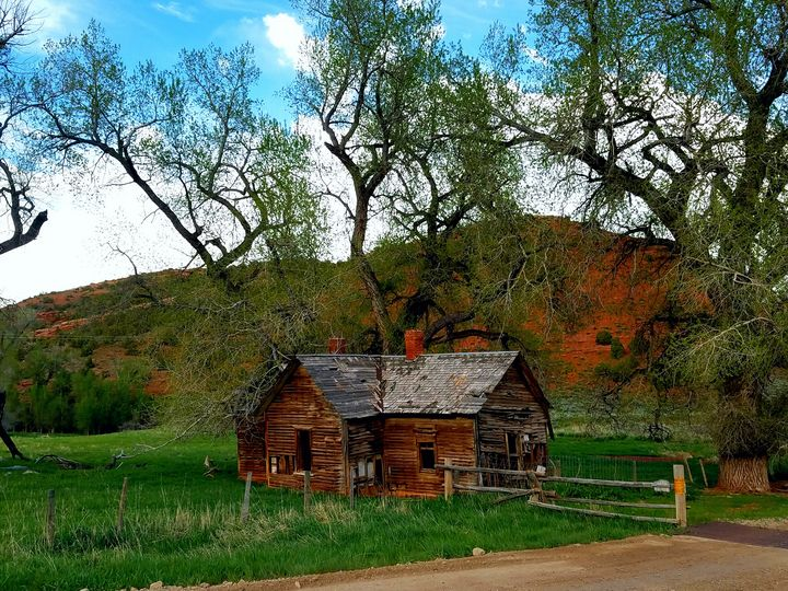 Cabin in red canyon - LaMaccPhotography