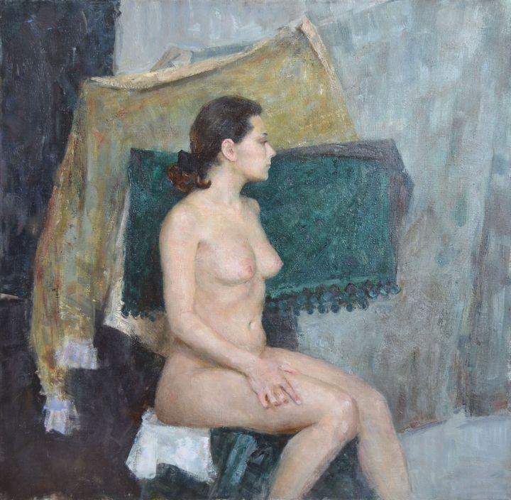 Sitting nude on green - Margarita Felis