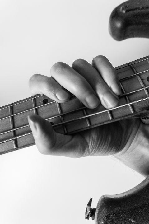 NIA.hands.And.bass - NIA