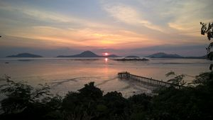 Sunset at Victoria Cliff