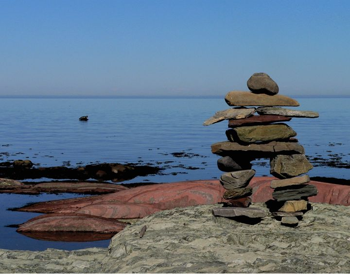 The seal and the Inukshuk - imaginart