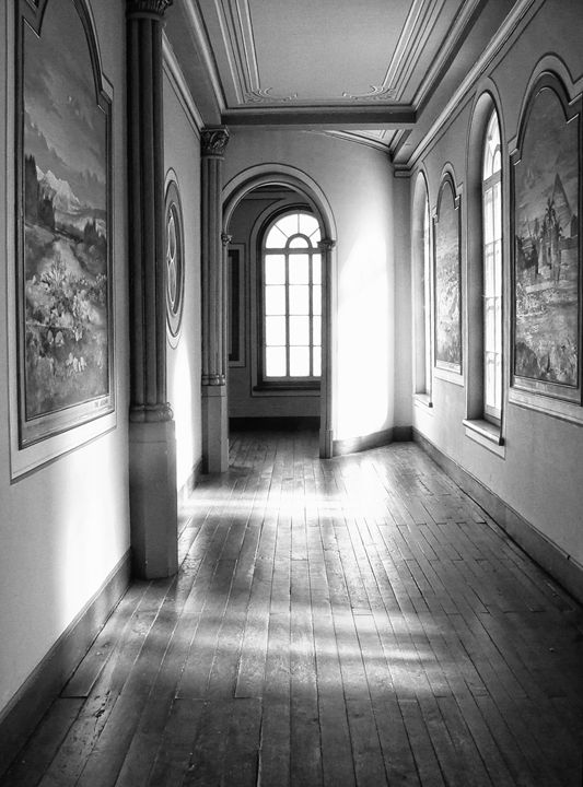 Peaceful hallway - imaginart