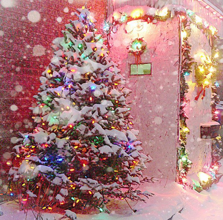 Snowy Christmas tree - imaginart