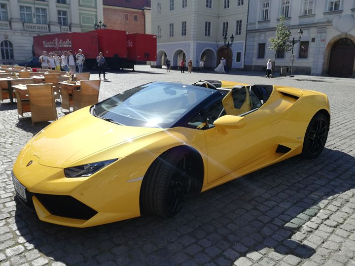 Yellow Lamborghini - Danciatko