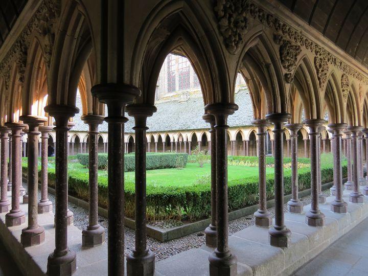 Mont-Saint-Michel, Courtyard - Claude Chapdelaine Fine Arts