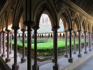 Mont-Saint-Michel, Courtyard