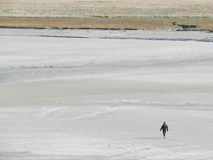 Mont-Saint-Michel, Walker LowTide
