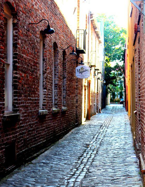 Alluring Alley - Eire