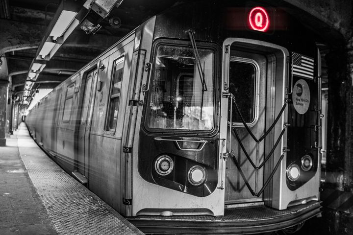 Q Train - Si Glogiewicz Photography
