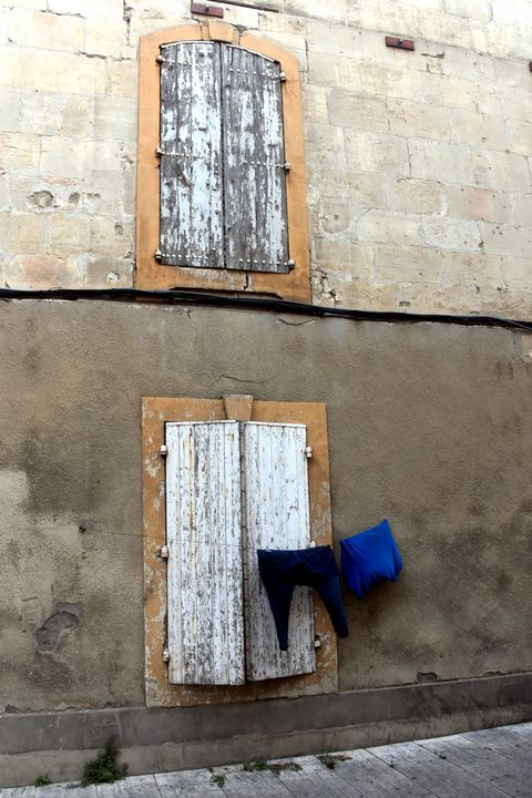 Laundry in Arles - Photography by Lourdestm