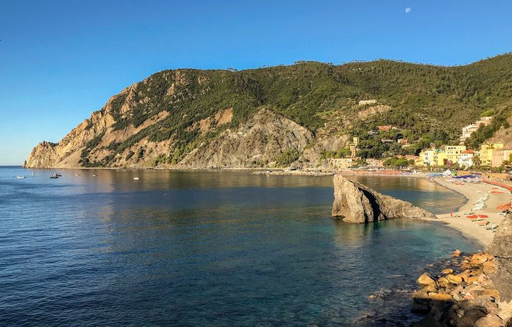 Summer Day in Monterosso - Photography by Lourdestm