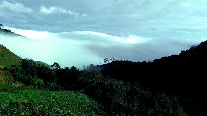 Cloud and mountain - pham Giang
