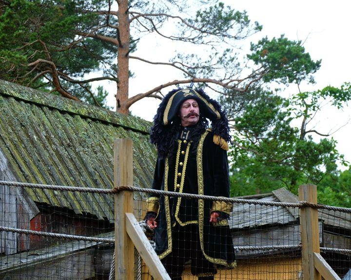 Svein Karlsen - Captain Sabertooth - Mats Vederhus
