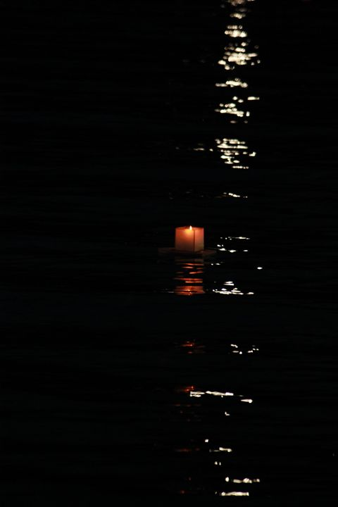 Memorial lanterns in Oahu Hawaii - 5 Angels Photography
