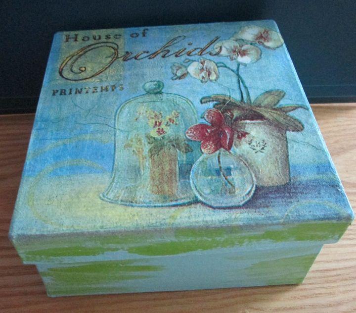 House of orchids box - Alexandra Luiza Dahl