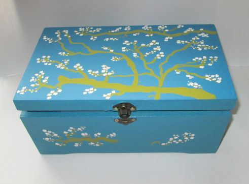 Blooming tree on blue box - Alexandra Luiza Dahl