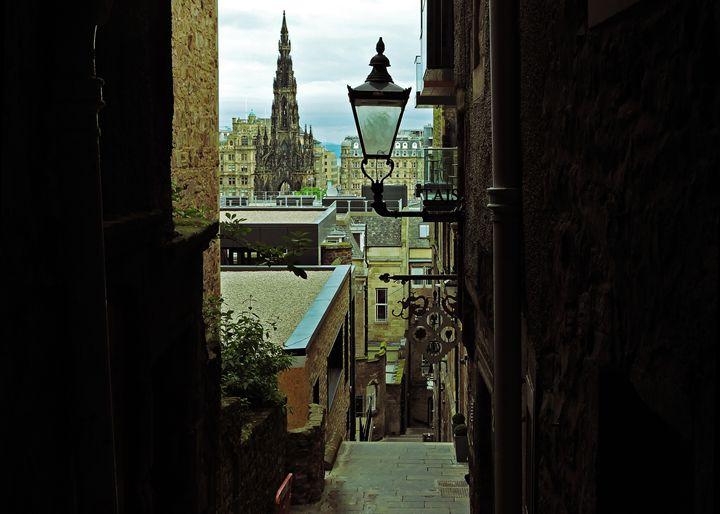 Close in Edinburgh - William Slider