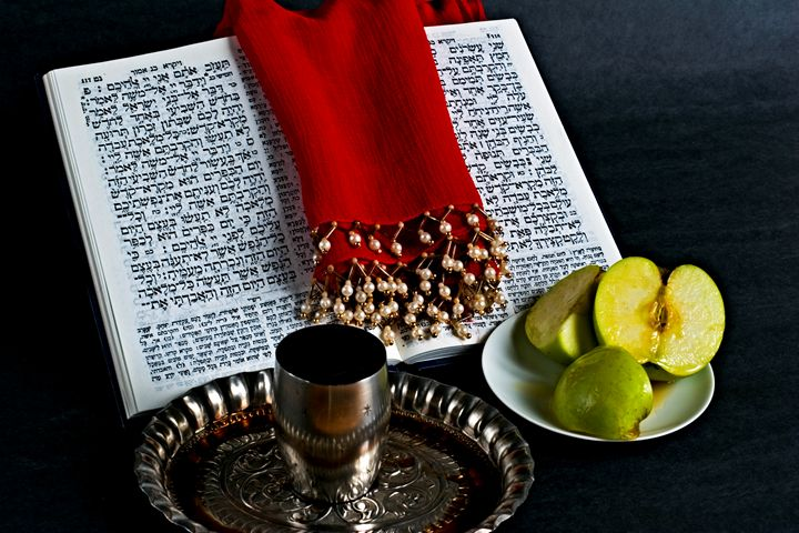 Prayer book, Apple Honey, goblet - PhotoStock-Israel