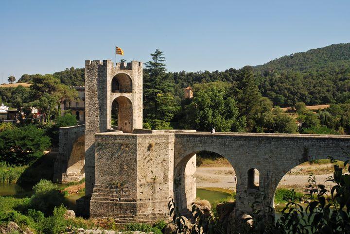 Spain, Catalonia, Besalu, bridge - PhotoStock-Israel