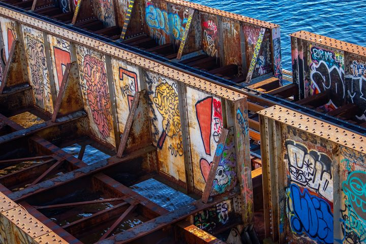 Graffiti Bridge - Emett.NEF