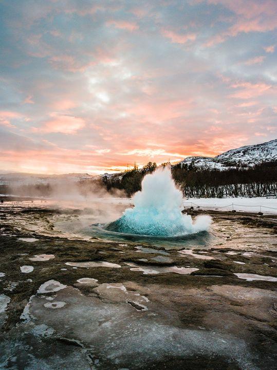 Strokkur Winter Blowup In Front Of S - Benjamin Wiedmann Photography