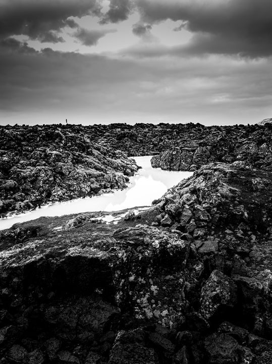 Icelandic silica stream in b/w - Benjamin Wiedmann Photography