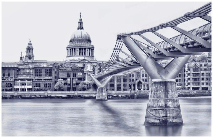 Millenium Bridge & St Pauls - Luis Martin Photography