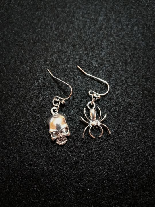 Skull and Spider Earrings - Sun Lily Raven Trinkets