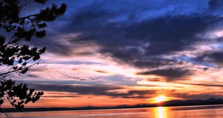 Morning Glory Sunrise - Mistyck Moon's Turmoil Of The Mind