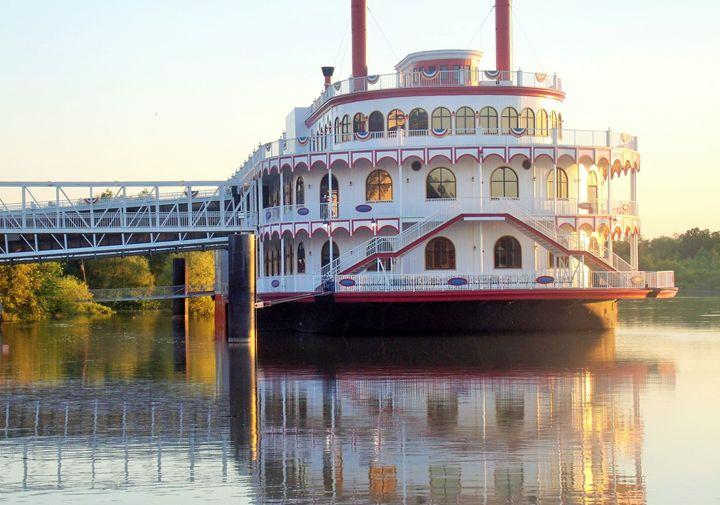 Riverboat Casino - Mistyck Moon's Turmoil Of The Mind