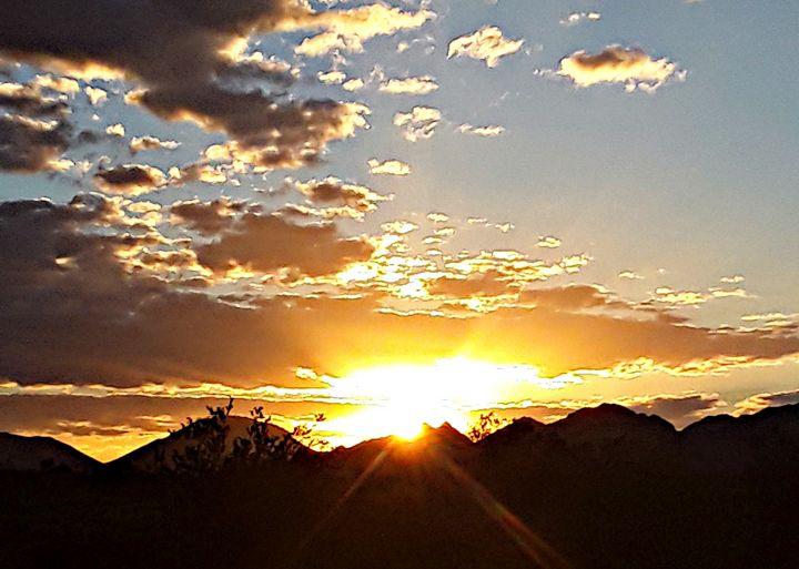 Desert Sunrise - Mistyck Moon's Turmoil Of The Mind