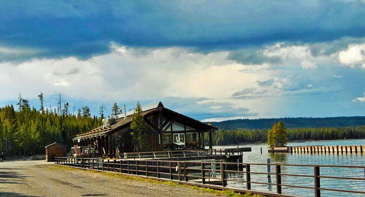 Lake House Restaurant - Mistyck Moon's Turmoil Of The Mind