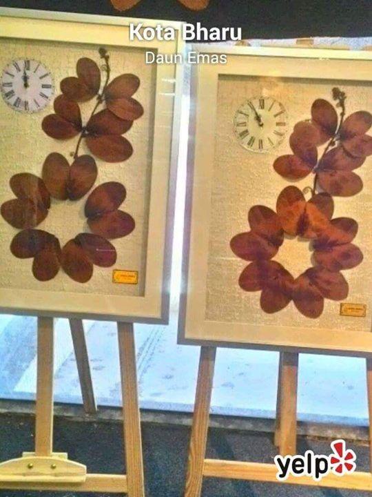Bauhinia Aureifolia Wall Clock - Daun Emas