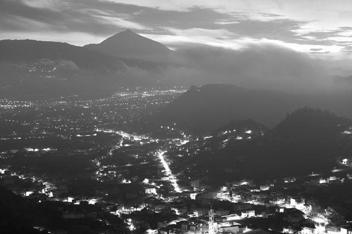 Night Valley - Marek Stepan Photographer