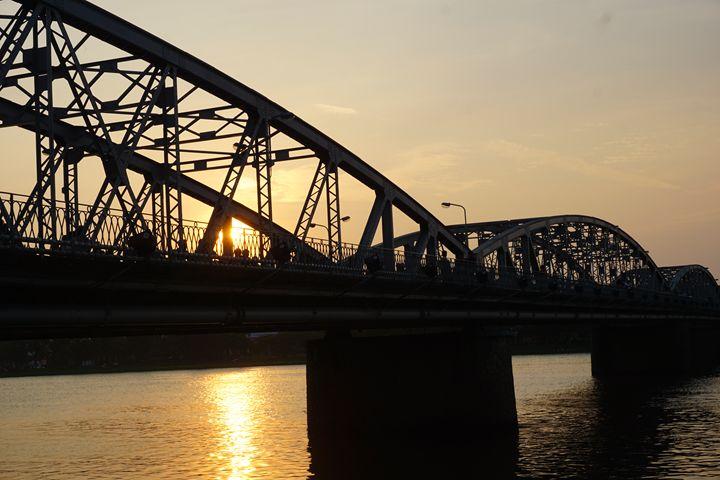 Sunset, Truong Tien Bridge, Vietnam - Nhi Yen Nguyen