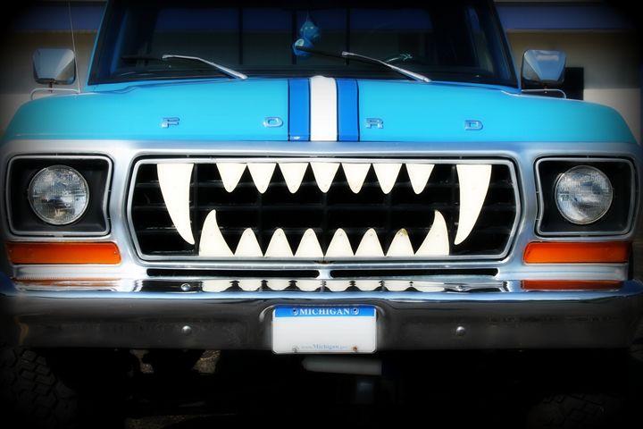 Vampire Truck - Rebecca J. Frank